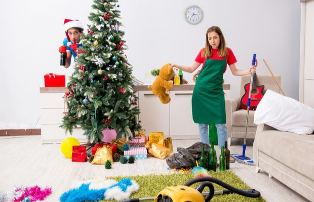 6 house Wife tips that simplify Christmas Cleaning !